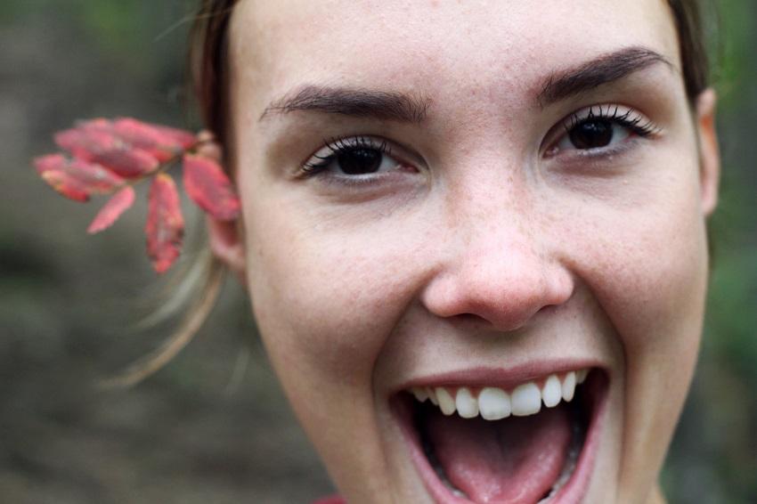Blanqueamiento dental casero: riesgos